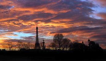 Torre eifel à noite foto