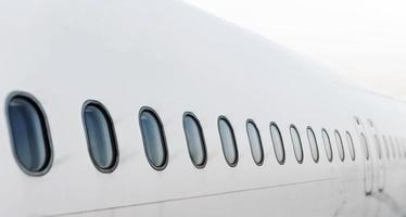 janelas de aeronaves de passageiros. vista de fora.