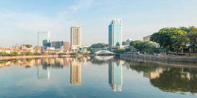 visão noturna de paisagem urbana de cingapura foto