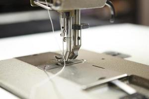 detalhe macro de máquina de costura profissional foto