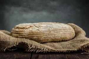 pão caseiro de centeio de fermento foto