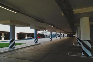 área de estacionamento vazia foto