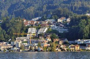 pequena cidade de richterswil na suíça foto