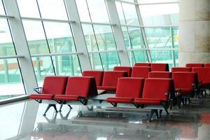 terminal de partidas do aeroporto foto