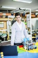 engenheiro na fábrica foto