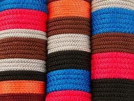 linha densa de fios coloridos foto