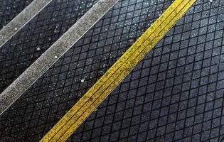 escada de asfalto para peões com revestimento antiderrapante foto