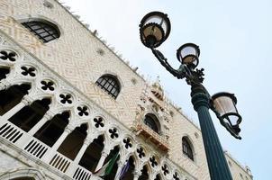 detalhe do palácio do doge de veneza foto