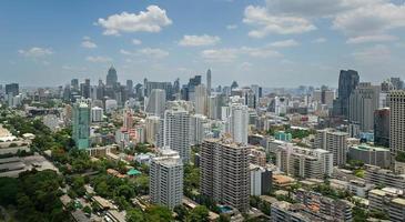 metrópole de Banguecoque, vista aérea sobre a maior cidade da Tailândia foto
