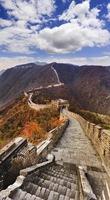 escadas da grande muralha da china verticais foto