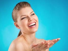 mulher de atendimento odontológico