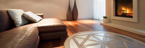 sofá de couro dentro interior acolhedor