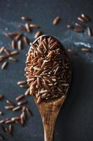 close-up de arroz vermelho foto