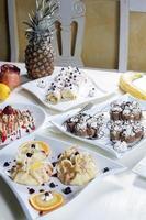 panquecas e frutas frescas foto
