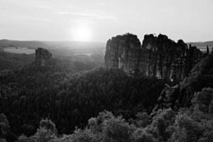 alpinistas populares resort no parque saxônia, alemanha.