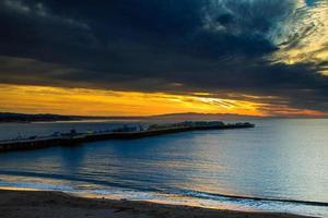 nascer do sol de santa cruz no cais dos pescadores foto