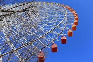 roda gigante - cidade de osaka no japão foto
