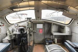 cabine de motorista de uma locomotiva a diesel foto