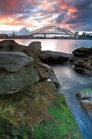 a ópera de sydney e a ponte do porto na austrália foto