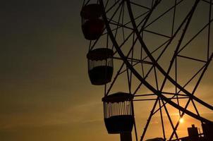 roda gigante no luna park, sydney, pôr do sol