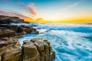 vista do mar do nascer do sol.