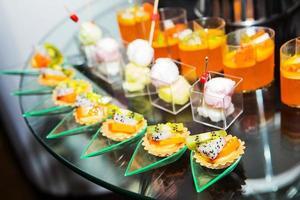 Tailândia sobremesa feita a partir de frutas na linha buffet. foto
