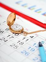 calendário de relógio de ouro