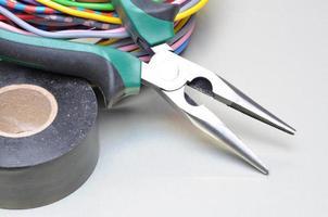 ferramentas e cabos elétricos foto