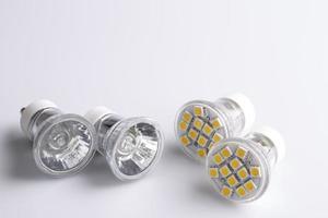 lâmpadas led modernas com velho clássico foto