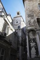 ruas da cidade velha de split, croácia foto
