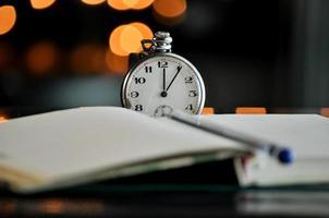 relógio de bolso. símbolos do tempo foto