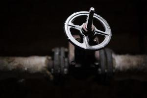 válvula preta em um tubo