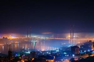 névoa sobre a cidade. foto