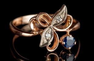 anel vintage com diamantes e safira