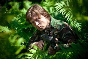 soldado escondido foto