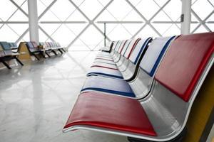 assento de espera do aeroporto foto