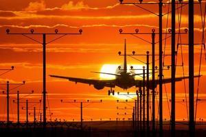 avião de pouso foto