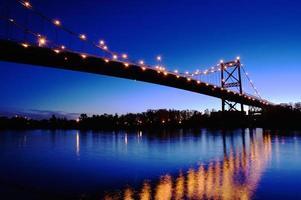 ponte e reflexões foto