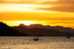crepúsculo na baía de Coron