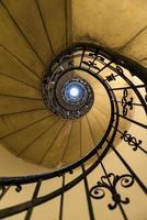 escada em espiral em st. Basílica de Stephen em Budapeste