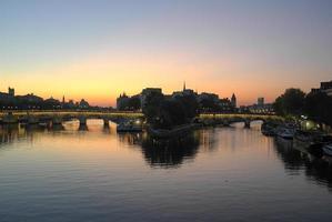 o rio sena ao amanhecer foto