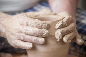 mãos do oleiro