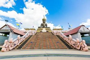 estátua de buddha mahatammaracha em phetchaboon tailândia foto