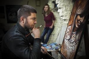 pintor no trabalho foto