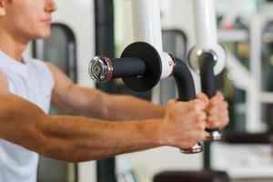 treinamento esportivo no ginásio. foto