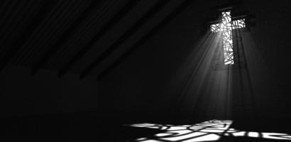vitral crucifixo preto e branco foto