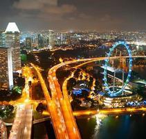paisagem urbana de noite de Cingapura foto