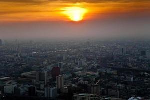 vista através do horizonte de Banguecoque, mostrando no pôr do sol