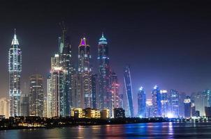 paisagem urbana da marina de dubai, emirados árabes unidos foto