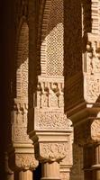 detalhe da decoração ornamentada no palácio alhambra em granada, Espanha foto